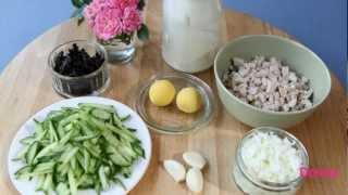 Салат из курицы с огурцом и черносливом.mp4