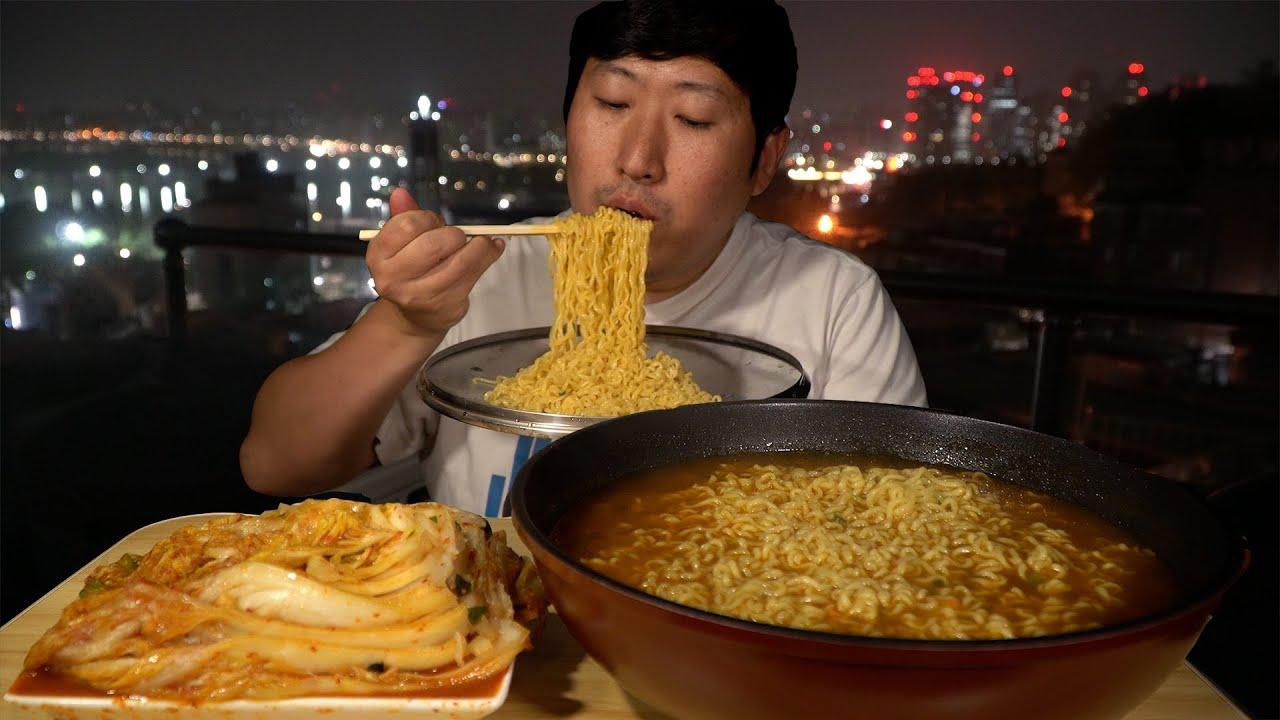 🍜새벽2시! 옥탑 야경 보면서 식욕자극 진라면 매운맛 후루룩! (Jin ramen Spicy instant noodles) 요리&먹방!! - Mukbang eating show