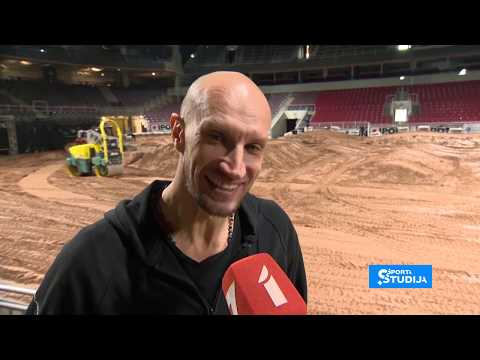 Arēnā Rīga tapusi motokrosa trase