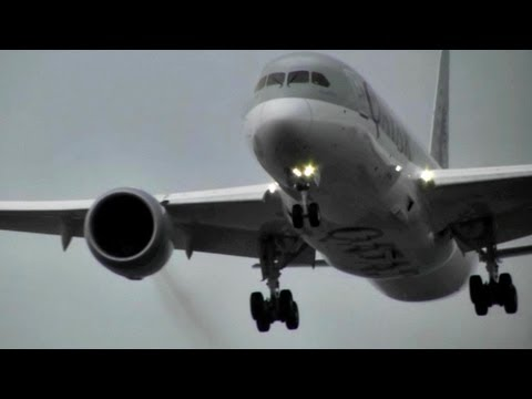 "Qatar Airways / Boeing 787 ""Dreamliner"" Landing in Heavy Rain Storm (Full HD1080p)"