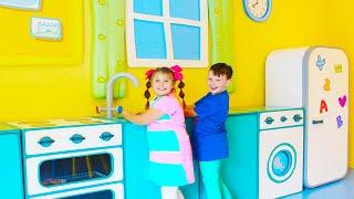 Али и Адриана веселятся в парке развлечений Свинка Пеппа в Италии