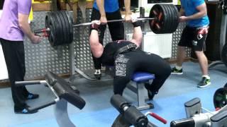 Петро Онищук жим лёжа узким хватом 300 кг на 3 повтора( подготовка к отбору на БЧ-2014)!!!