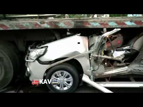 Most Dangerous Accident Ever In World L Toyota INNOVA Car Vs Truck