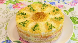 Невероятно вкусный слоеный салат с курицей, ананасами и сыром к праздничному столу!