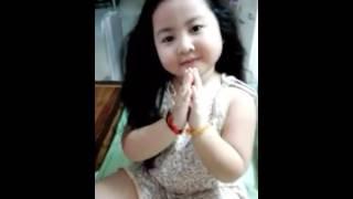funny baby pics - she smart girl