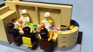 裏側に秘密が…。レゴで作った回転寿司店
