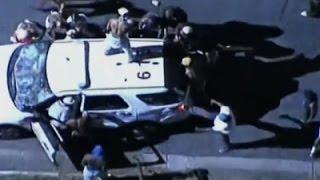 بالفيديو| متظاهرون يعتدون على 12 شرطياً في كارولينا الشمالية