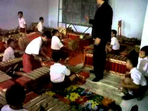 WHEN THE CHILD ON PRIMARY SCHOOL EXPERT TO PLAYING GAMELAN
