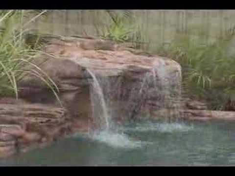 Chute pour piscine chute en roche artificielle pour for Piscine jardin youtube