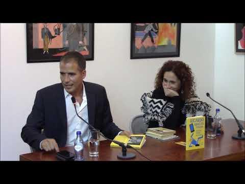 À conversa com... Ricardo Araújo Pereira sobre o livro 'Estar Vivo Aleija'
