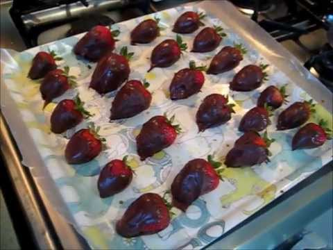 How To Make Chocolate Covered Strawberries (Under 10 Minutes)