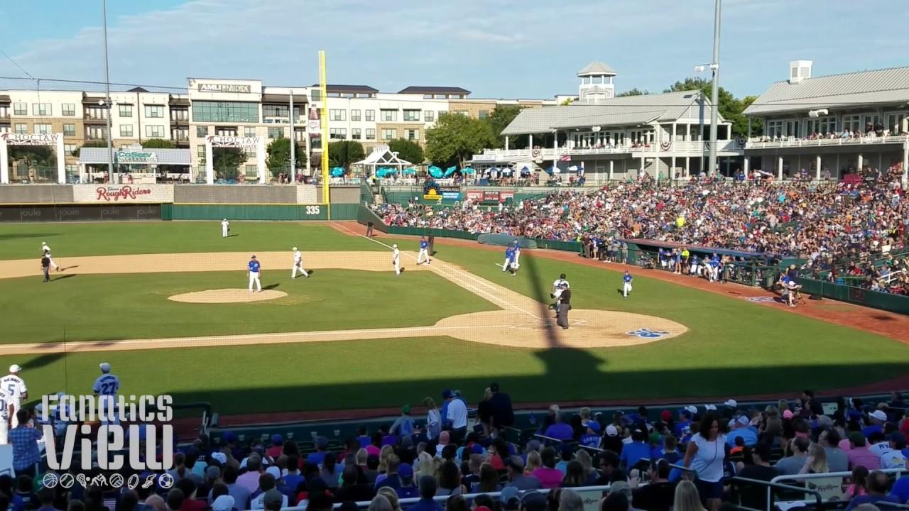 the latest 30f79 8110e Ezekiel Elliott pops out at Dirk Nowitzki's Heroes Baseball (2017)