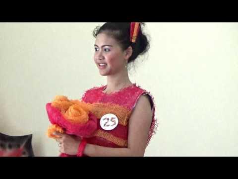 Fashion Baju Daur Ulang - Gaun Pesta Berbahan Kantong Bawang