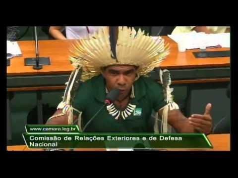 Cacique Babau Tupinambá denuncia genocídio dos povos indígenas no Brasil