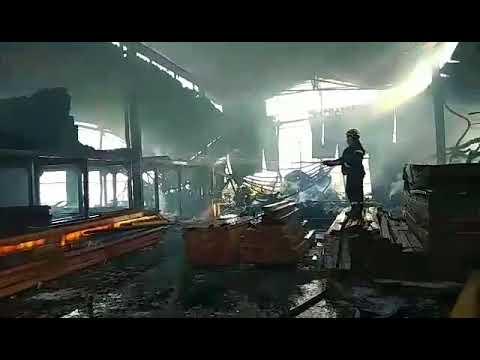 πυρκαγιά σε αποθήκη ξυλείας στα Χανιά (1)