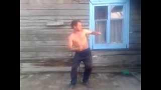 НЕРЕАЛЬНО ГОРЯЧИЙ танец деревенского АЛКАША! Dance drunk under the well-known music.