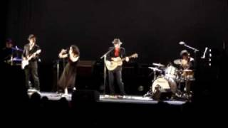 PJ Harvey - The Crow Knows Where All The Little Children Go (Live, 2009)
