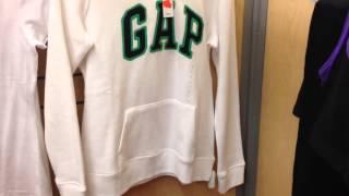 США. Шоппинг, огромные Скидки в магазине одежды GAP.(