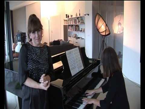 Promo zangeres Ryan van den Akker. De vleugel wordt bespeeld door Gisela Douwes.avi