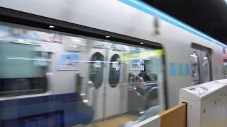 仙台市営地下鉄が大町西公園駅に到着