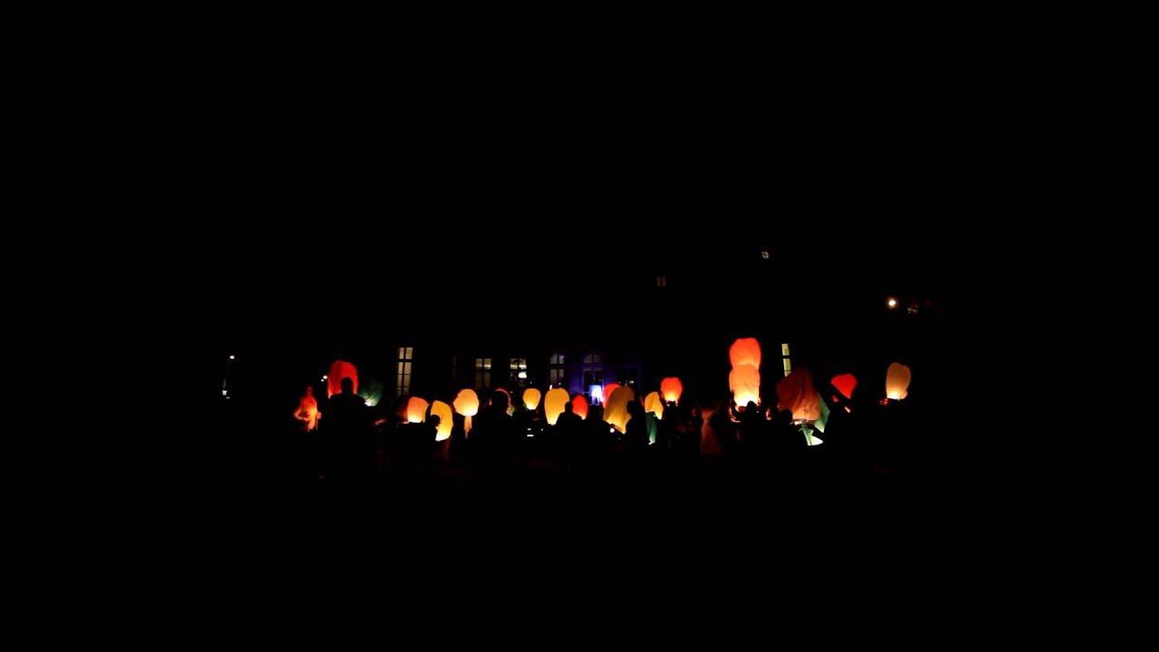 l 226 cher de lanternes volantes lanternes thailandaises par r 234 ve d artifice