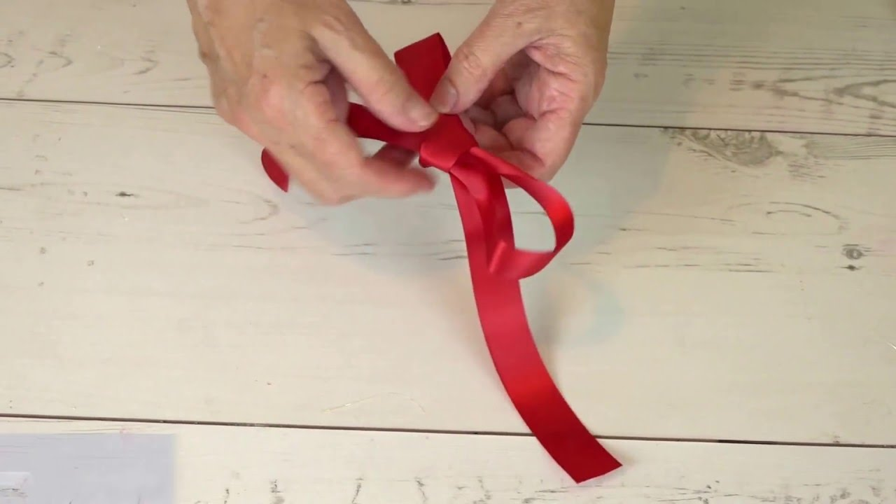 Bake Club presents: How to tie a flat bow - YouTube