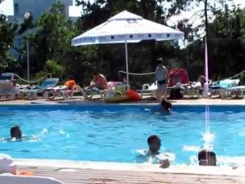 Piscina hotel California hotel Delta  Jupiter  YouTube