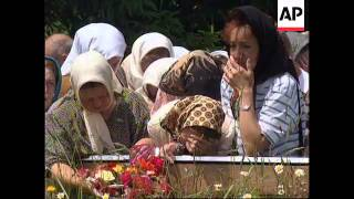 BOSNIA: GOVERNMENT BEGIN EXHUMATION OF MASS GRAVES UPDATE