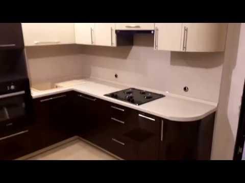 Кухня фасады акрил, коричневый низ бежевый верх