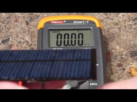 Voltage and current measurents of cheap solar cells