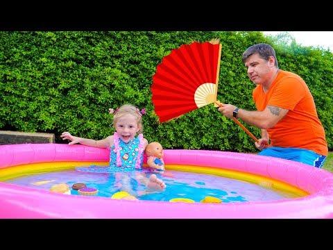 ستايسي تتظاهر باللعب مع الأب