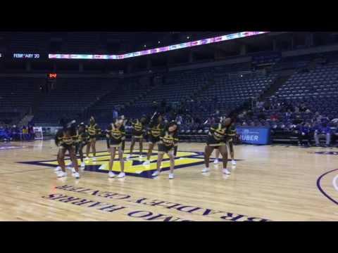 Hamilton Cheerleading @ Bradley Center