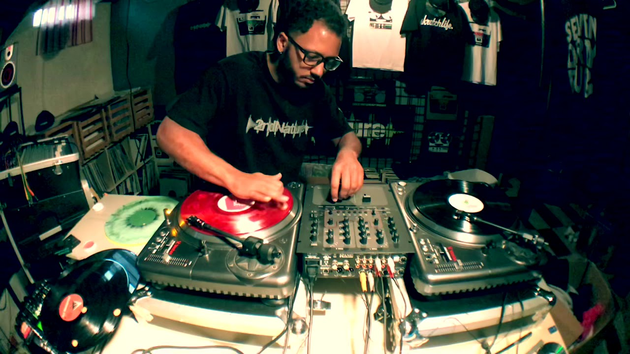 Steve from 2ndNature mixing vinyl records.