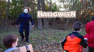 Michael Myers Follows Trick Or Treaters on Halloween 2018