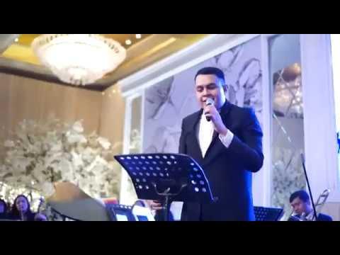 AKAD Payung Teduh - TULUS Cover ( Hotel Mulia Jakarta )