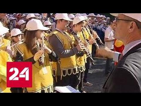 У стен Кремля прошел смотр детских духовых оркестров
