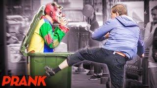 ПРАНК: ЗЛОЙ КЛОУН ПУГАЕТ ЛЮДЕЙ / Реакция прохожих на СТРАШНЫЙ РОЗЫГРЫШ (Scary Prank Vjobivay) #48