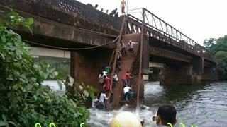 Foot bridge collapsed in goa