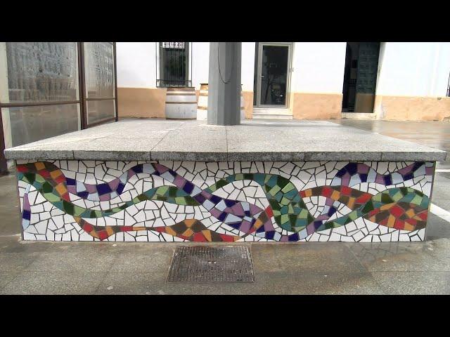 Cartaya Tv | Un mosaico cerámico da colorido a las farolas de la calle Convento
