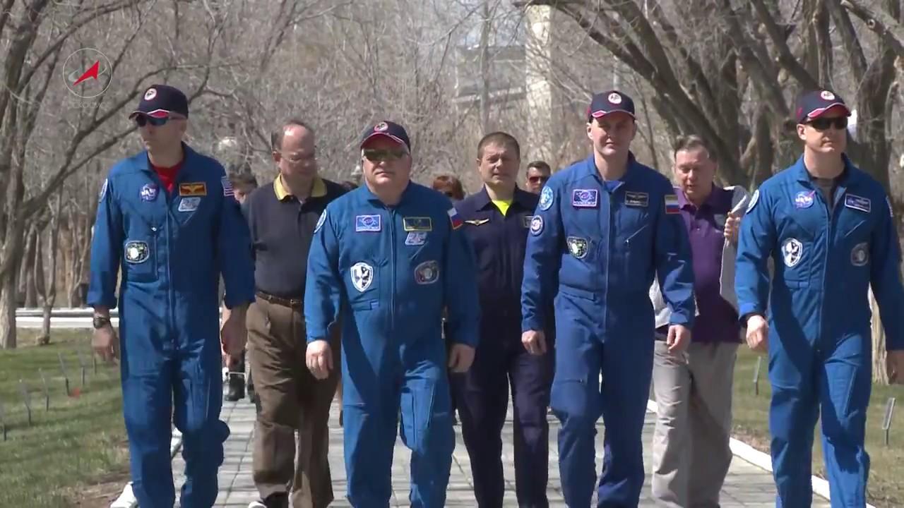 День прессы. Экипаж ТПК «Союз МС-04» готовится к полёту