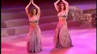 танец живота сестер близняшек!