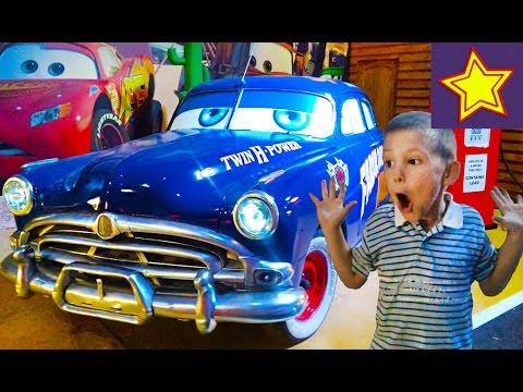 Развлечение для детей. Игорюша на выставке ретро автомобилей Video for children