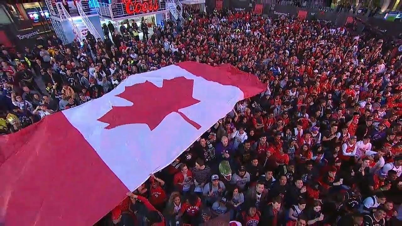 Raptors fans sing 'O Canada' ahead of Game 1 of NBA Finals