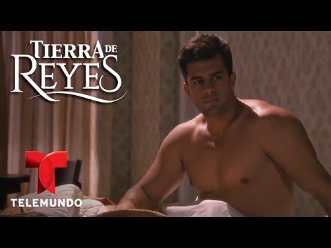 Tierra de Reyes | Christian de la Campa sin camisa | Telemundo