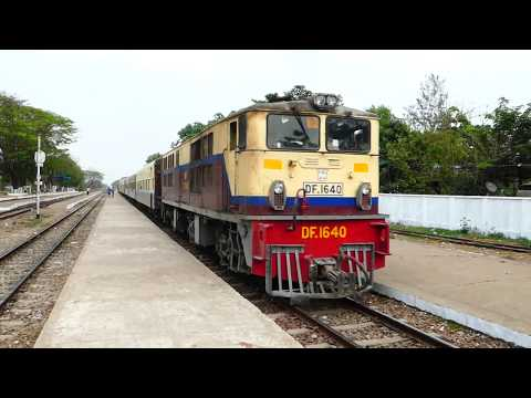 Myanmar Railways Passenger Train 10DN ミャンマー国鉄混合準急列車トーチャンカレー駅通過