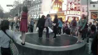 Атракцион Мерлин Монро, перед Мулен Руж в Париже(Атракцион Мерлин Монро, перед Мулен Руж в Париже., 2012-04-15T17:34:33.000Z)