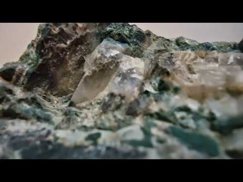 Rough diamonds in kimberlite 2014-12-16