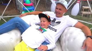 - Макс и папа построили новый игровой DIY домик для детей Max and papa build new play house for kids