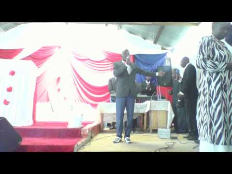 Israel Aggrey  weche leads worship at Lugari Altar,https://youtu.be/PPBV8ShOVIA