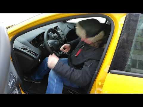 Такси Форд Фокус 3 универсал рестайл. Замена лампы стоп-сигнала заднего фонаря.